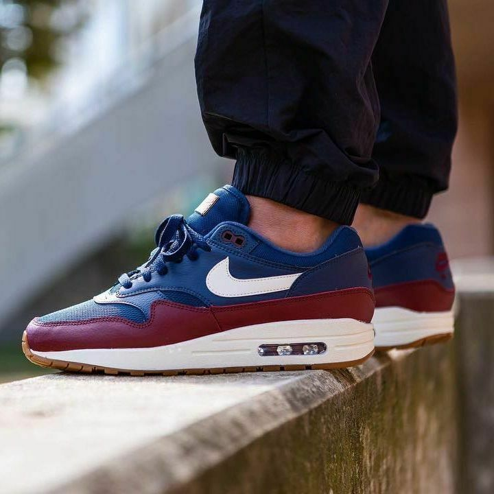 New Men's Nike Air Max 1 Size 8.5 shoes Navy Team Red Sail AH8145 400 NIB