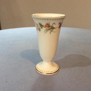 Wedgwood-Mirabelle-bone-china-4-034-footed-vase-R4537