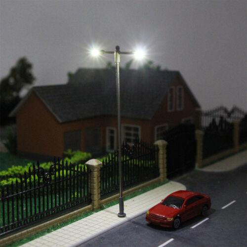Modellbahn H0 00 Schuppenlampe 10.4cm Zweiköpfige Straßenlaterne 50Stk