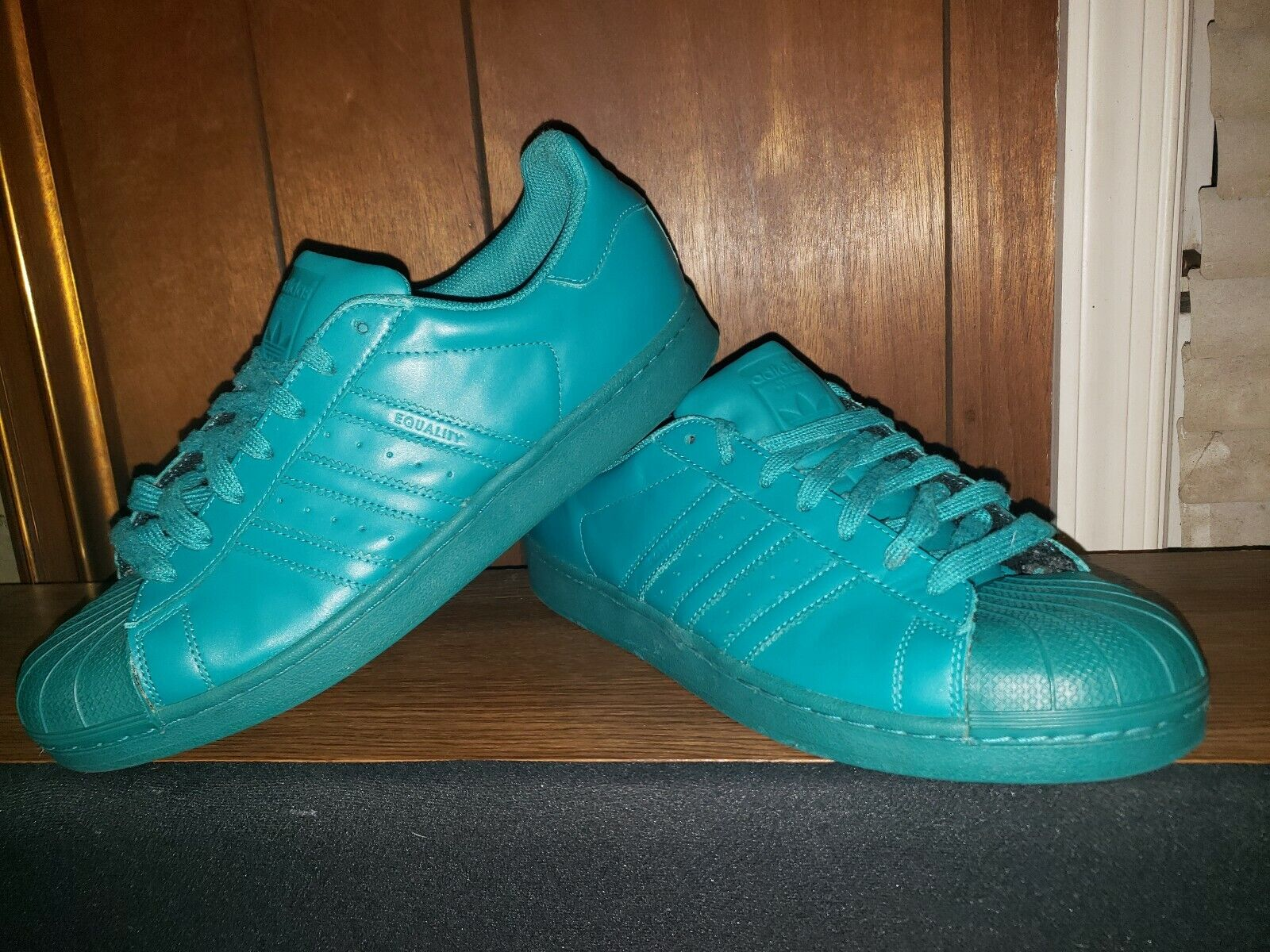 Adidas Pharrell Williams  Equality bluee   Superstars Sz. 11