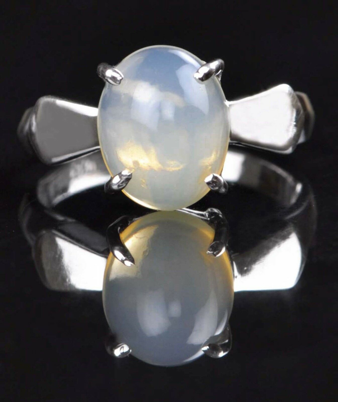 14KT White gold 1.40 Carat Natural Opal Excellent Oval Shape Women's Ring