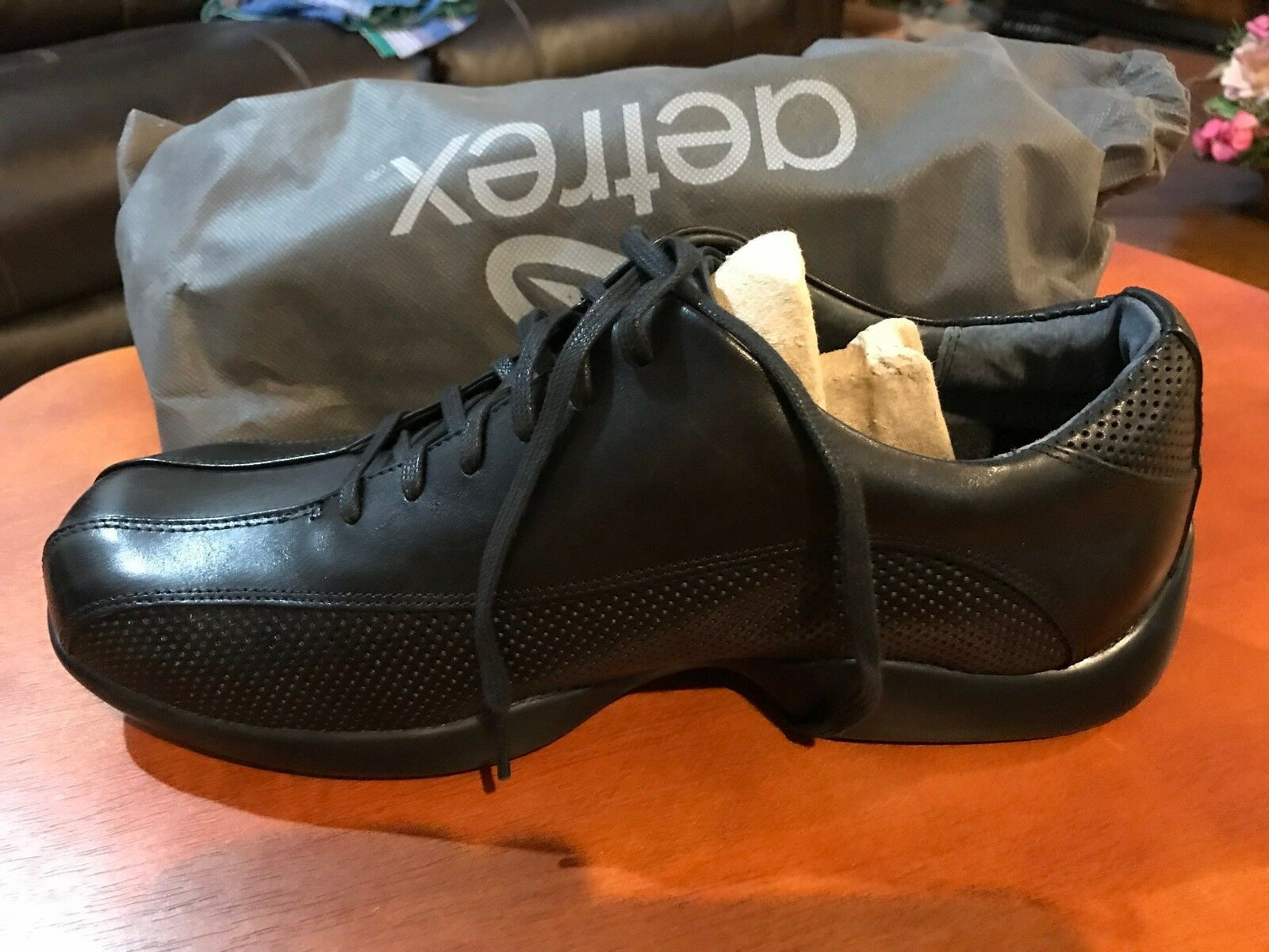 AETREX MEN'S  BLACK PERFORATED LACE UP SIZE 8.5 WIDE G680M