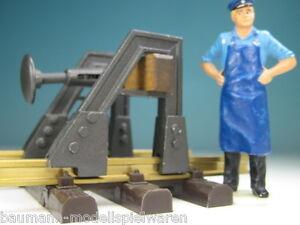 """Handarbeitsmodell """"Prellbock mit Federpuffer"""" - Maßstab 1:22,5  (82100 F)"""