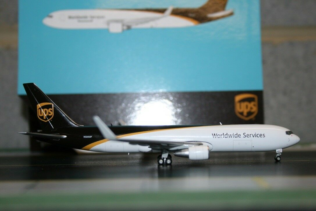Gemini Jets 1 400 UPS Boeing Boeing Boeing 767-300 N320UP (GJUPS1664) Die-Cast Model Air-Plane 846c58