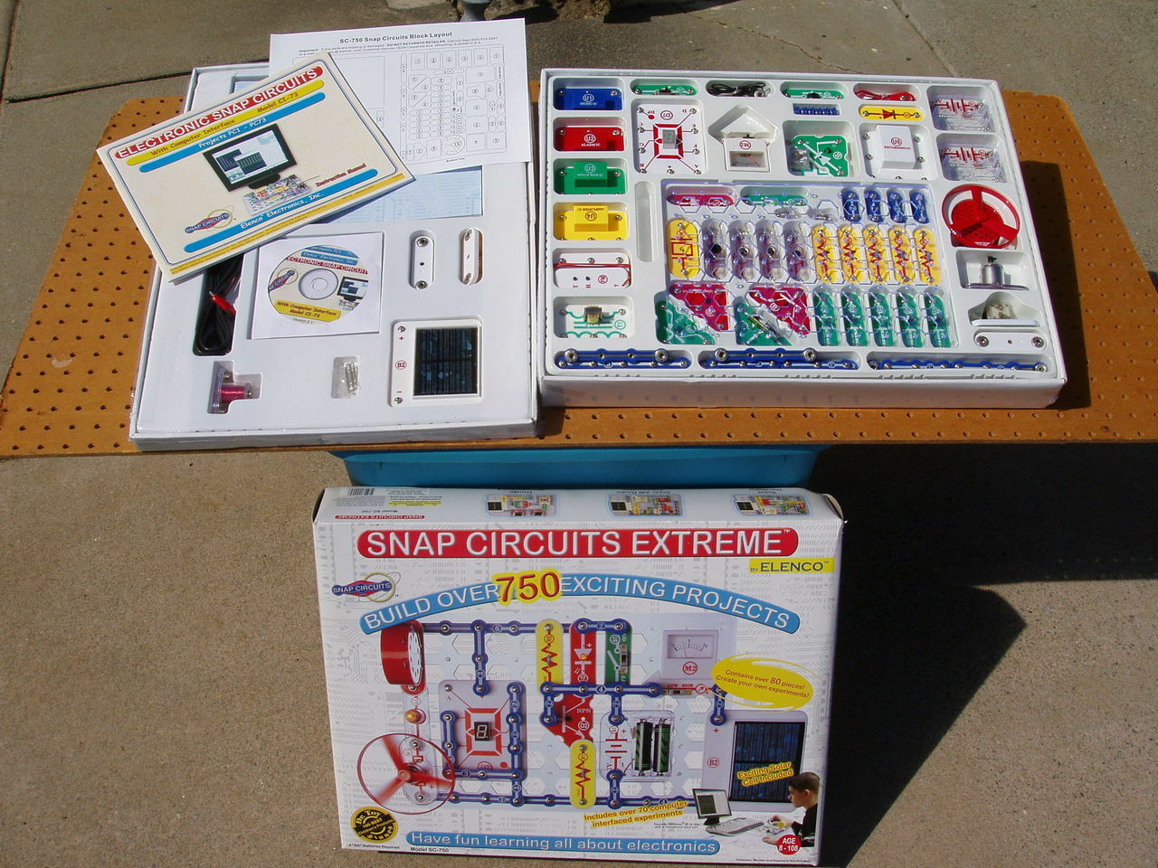 Snap Circuits Extreme Sc 750 Electronics Discovery Kit Elenco Circuit Inc