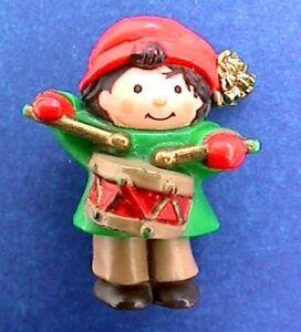 34b7e9dfee483 Image is loading Hallmark-PIN-Christmas-Vintage-DRUMMER-BOY-LITTLE-Holiday-