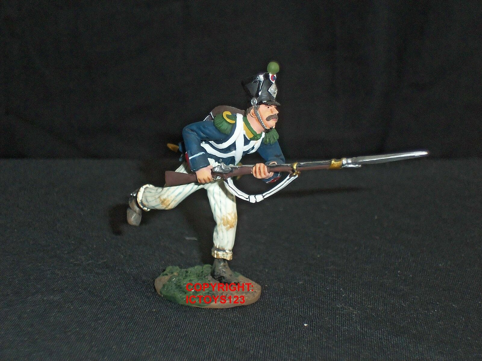 BRITAINS 36003 FRENCH LIGHT INFANTRY CHARGING METAL TOY SOLDIER FIGURE 2