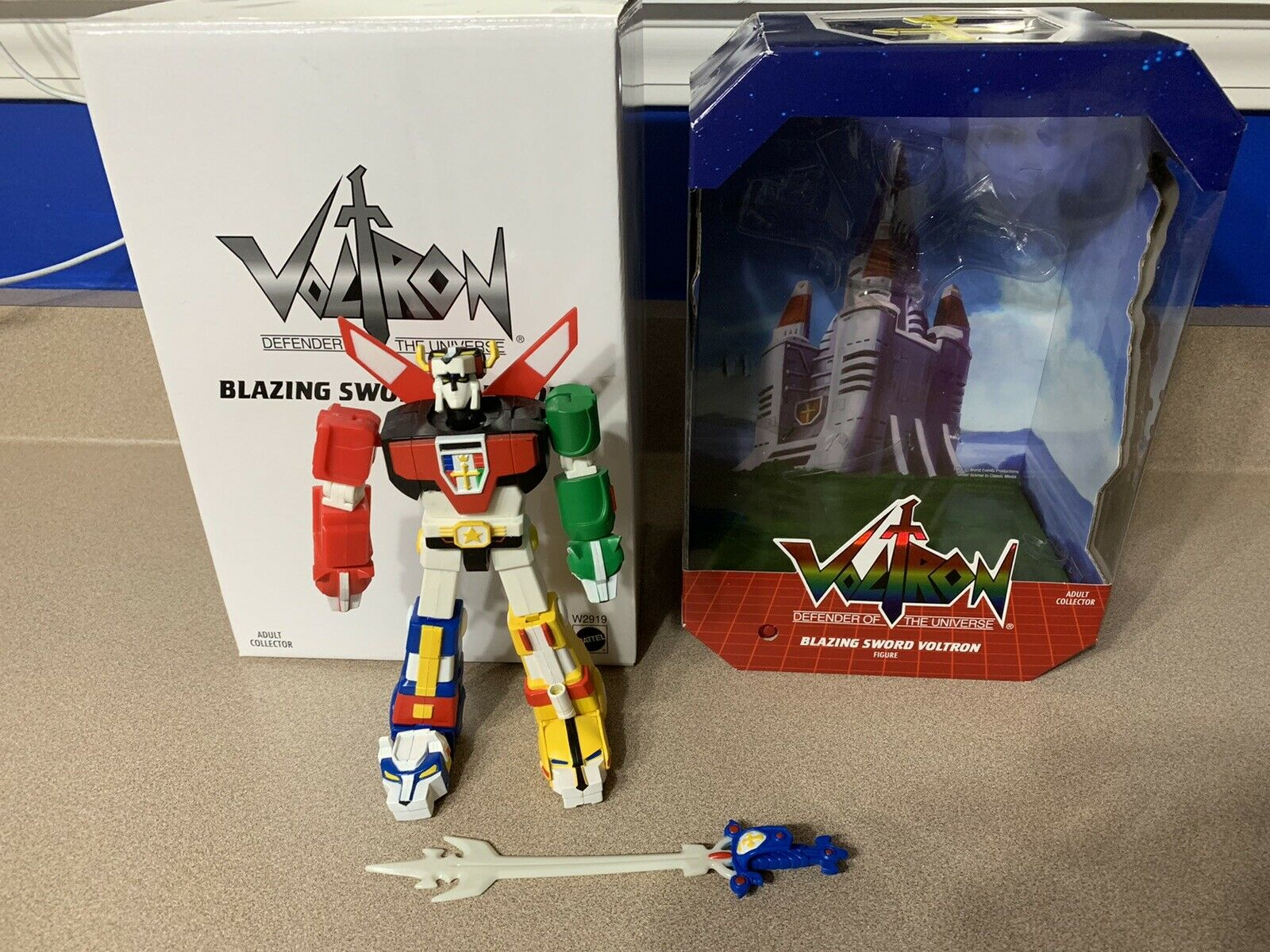 Blazing Sword Voltron Mattel 2011 SDCC Exclusive 22 Points Of Articulation scatola