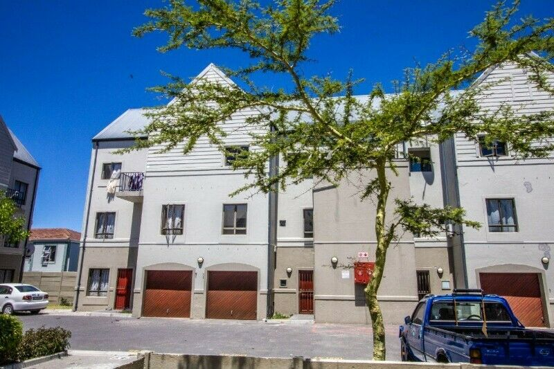 HUGE TRENDY DOUBLE STOREY TOWNHOUSE WITH GARAGE