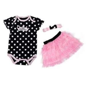 Neonata-stabilita-dei-nuovi-vestiti-del-bambino-di-modo-mette-il-vestito-da-C8X9