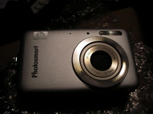 HP PhotoSmart R742 7.0 MP Digital Camera - Silver