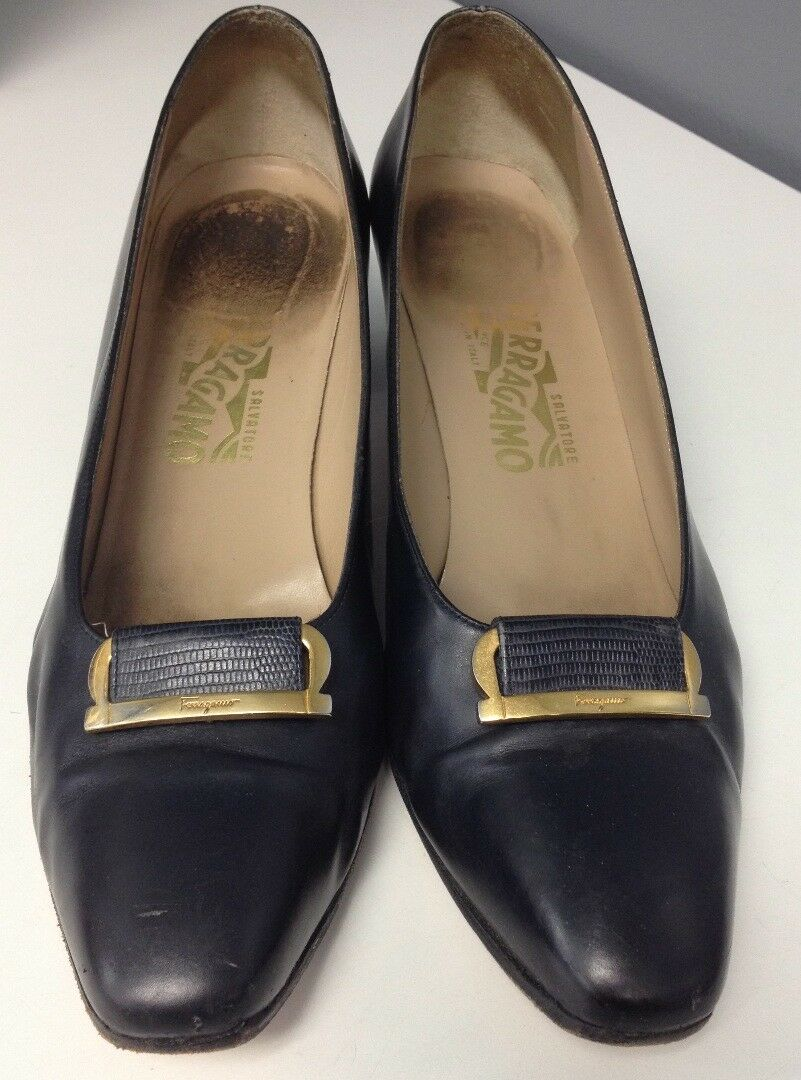 SALVATORE Top FERRAGAMO Navy Leder Embossed Gold Tone Logo Top SALVATORE Pumps Sz 11AA B4202 e3e962