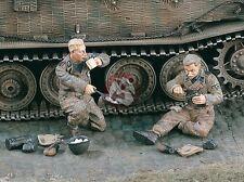 """Verlinden 1/35 """"Breakfast"""" German Waffen-SS Tankers eating WWII (2 Figures) 1803"""