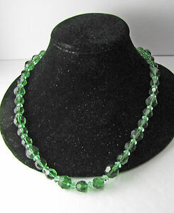 Vintage-Art-Deco-Green-Glass-Crystal-Faceted-Bead-Beaded-Necklace