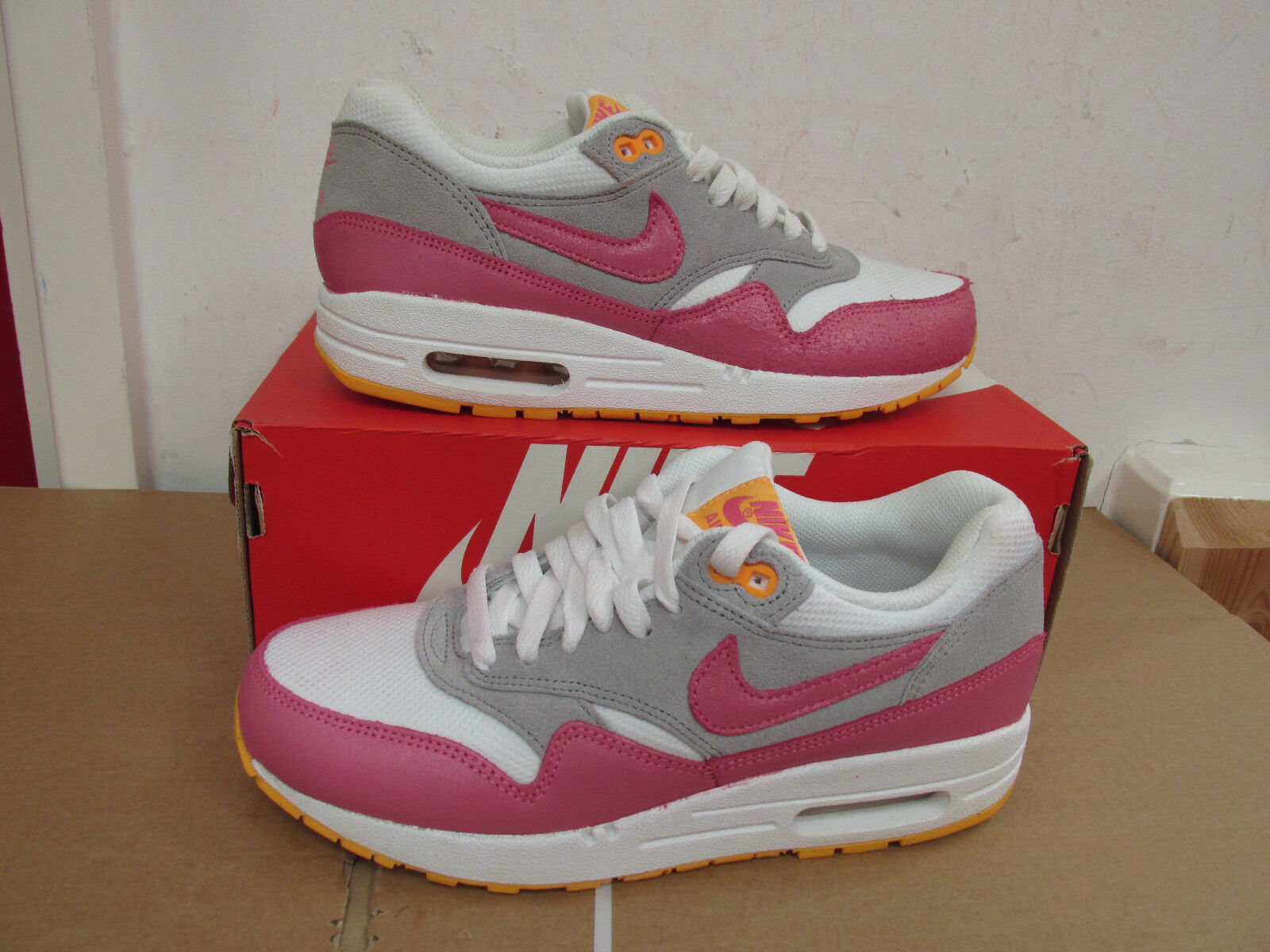Nike Damenschuhe 107 Air Max 1 Essential Trainers 599820 107 Damenschuhe Sneakers Schuhes CLEARANCE cff5fd