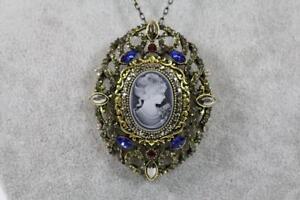 Halskette-mit-grossem-Anhaenger-Brosche-Schmuckmetall-Gemme-Steinbesatz-Antik-Stil