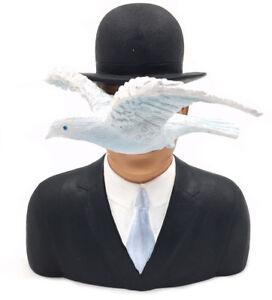Rene-Magritte-L-039-homme-au-chapeau-der-Mann-mit-Melone-Skulptur-Figur-20125B