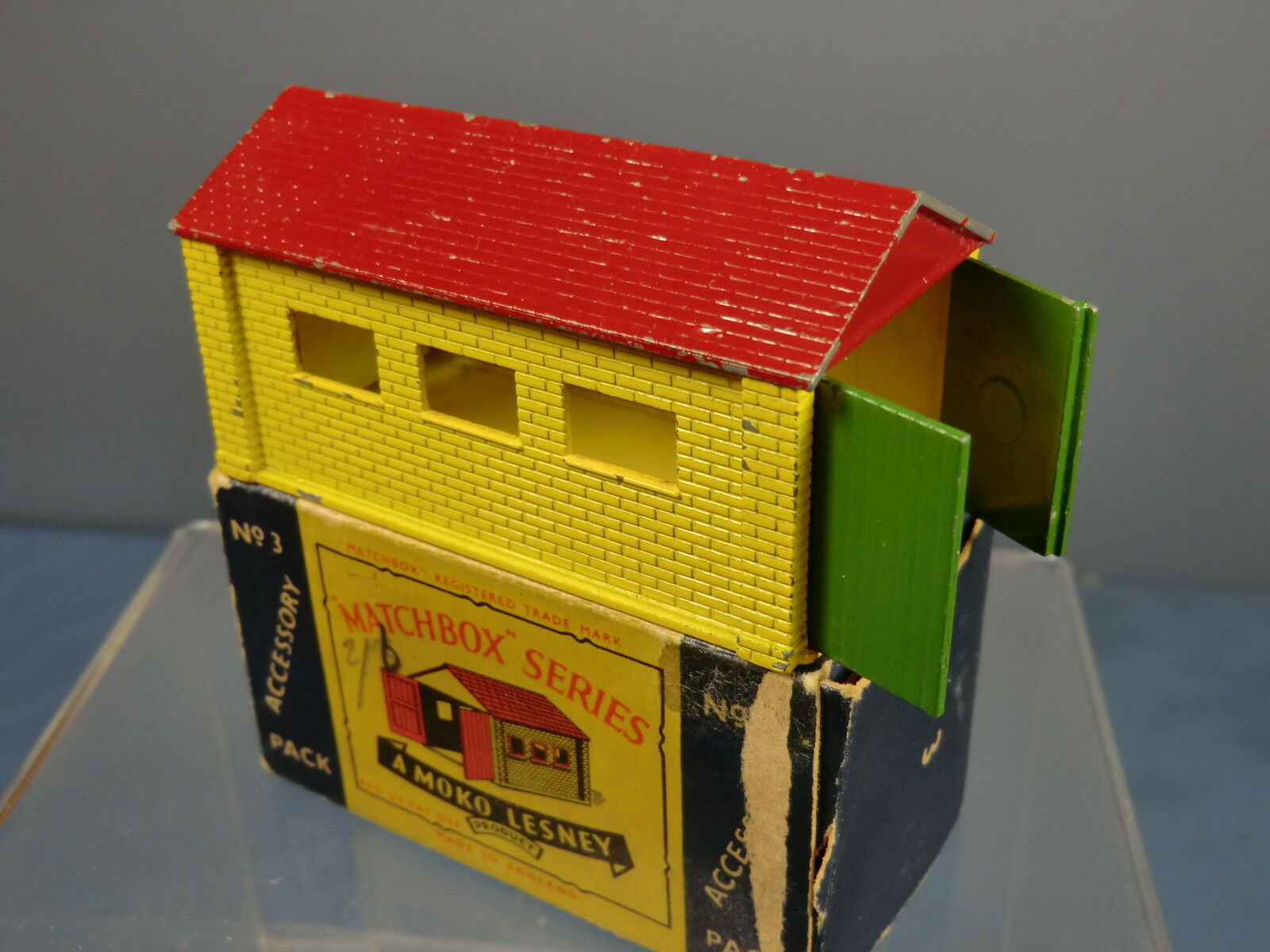 Moko lesney accessory model No.A-3  garage  vn mib