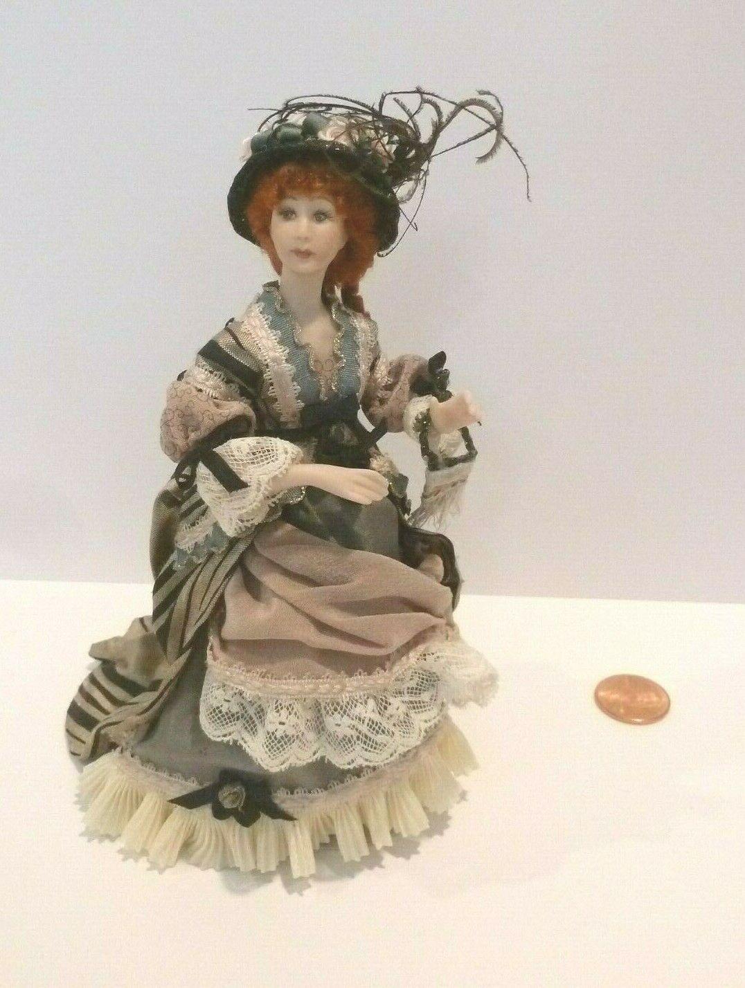 Hermosa Muñeca De Porcelana Lady bellamente vestida