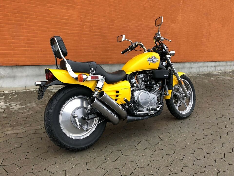 Honda, Honda VF 700, 700