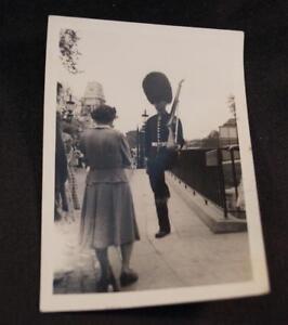 Vintage-Noir-et-Blanc-Photo-Soldat-Peau-D-039-Ours-Chapeau