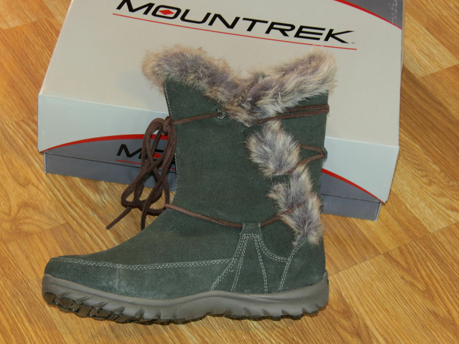 Mountrek Ellie Water Resistant Olive Suede Winter Boots Sz 8.5 (fits like 7.5)