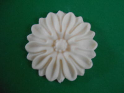 Decorative Resin Moulding - Classic Boss - Circular - Gold Painted or Plain