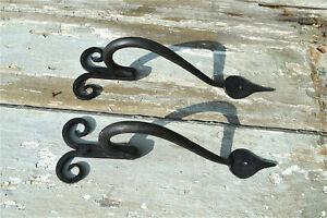 Una coppia di fatto a mano ferro battuto Gotico Curl MANIGLIE BL12