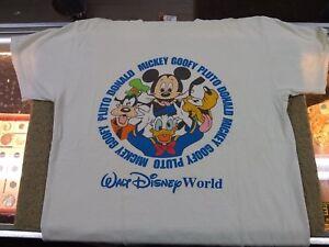 fbcc8605 Walt Disney World T-Shirt Mickey Mouse & Gang Vintage Size Med (C6-1 ...