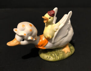 Vintage LEFTON miniature Mother Goose Duck Figurine Baby on Back #02348
