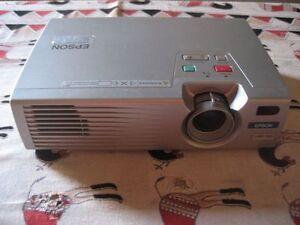 EPSON-EMP-720-LCD-PROJECTOR-1024-x-768-Pixels-videoprojecteur