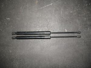 Original-VW-Golf-6-Highline-Gasdruckfedern-fuer-Heckklappe-A3269-5k6827550b