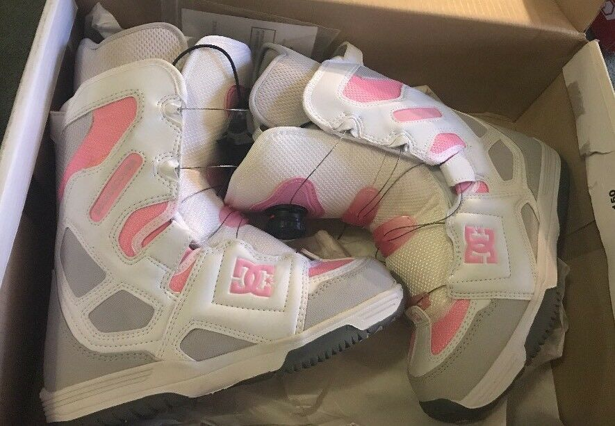 NEW DC Women's Snowboard Boots, Scout Sz. 7L Lt. Grey Pink