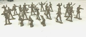 Vintage-lot-of-23-Tan-Toy-Plastic-Soldiers-2-034-Greenbrier-International-Inc