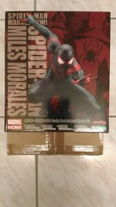 Marvel maintenant! Statue Spiderman Miles Morales Artfx Lire Description