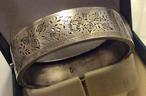 Stunning-Ladies-Antique-1883-Victorian-Solid-Silver-Patterned-Bangle-Hallmarked