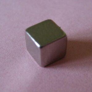2-x-Geocaching-Magnet-Wuerfel-H-5mm-B-5mm-je-1-1-kg