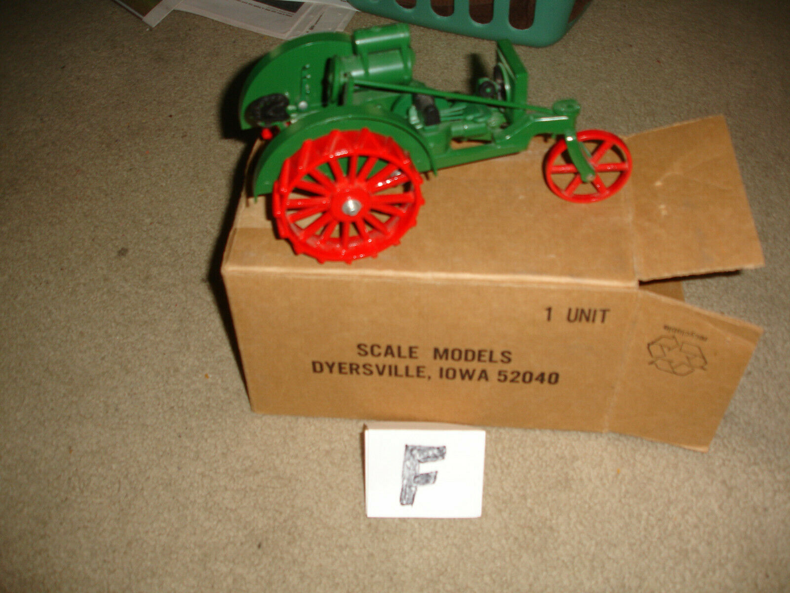 1 16 allis chalmers 1018 toy tractor  - with box