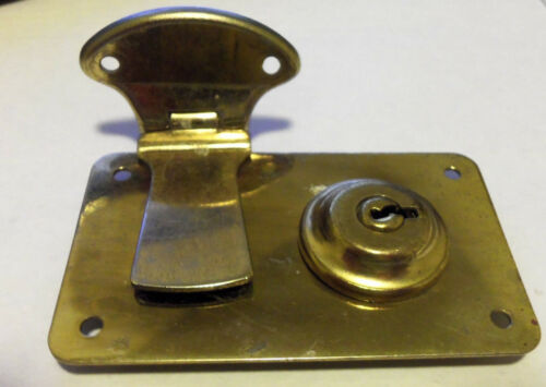 VINTAGE GIBSON STONE CASE LOCK AND HASP NEW OLD STOCK EXCELSIOR BRASS TONE
