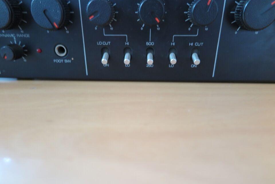 Bass preamp, Roland Roland Sip 301
