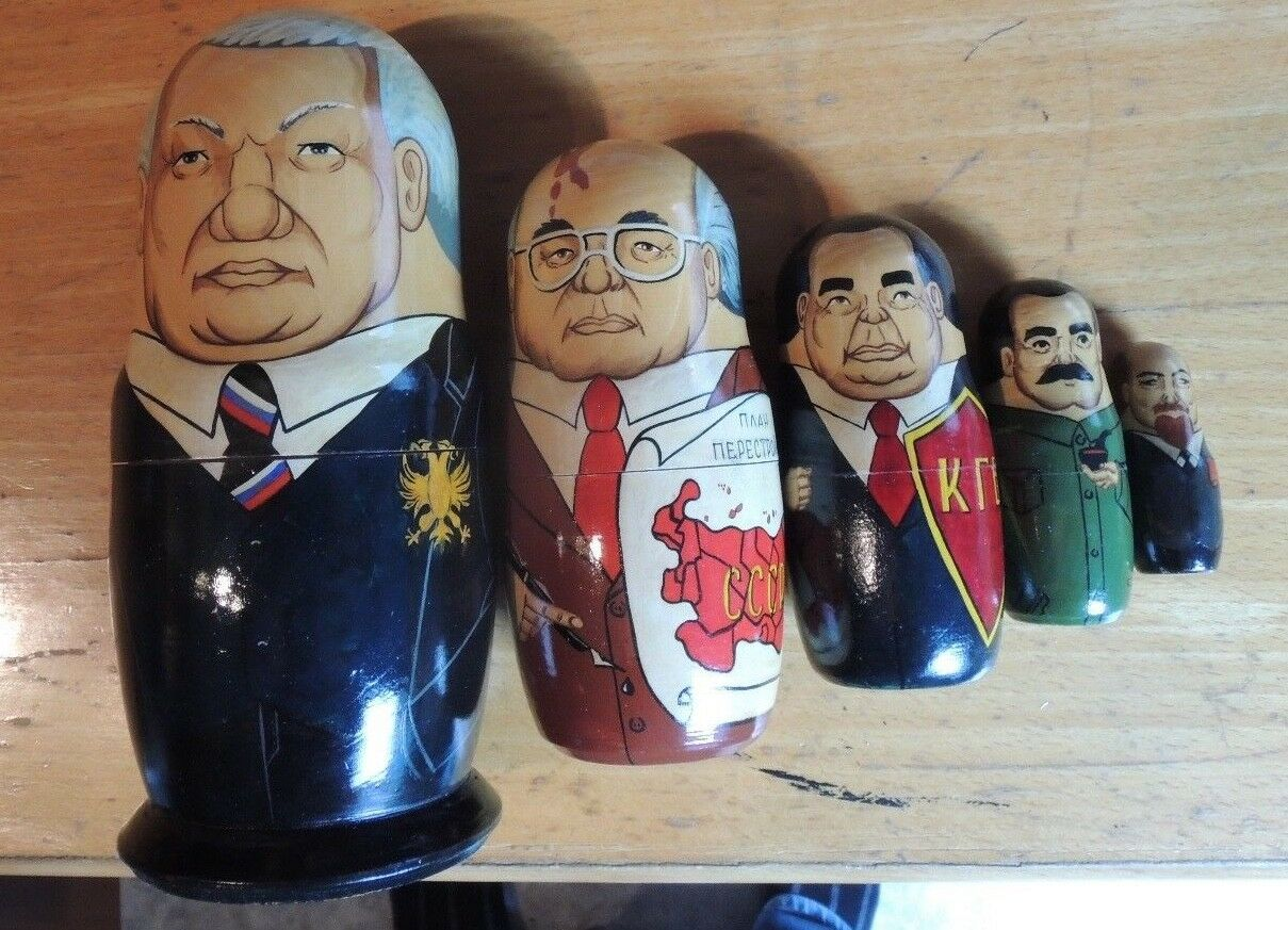 Poupées russes  à l'effigie d'anciens dirigeants soviétiques (Lénine...)
