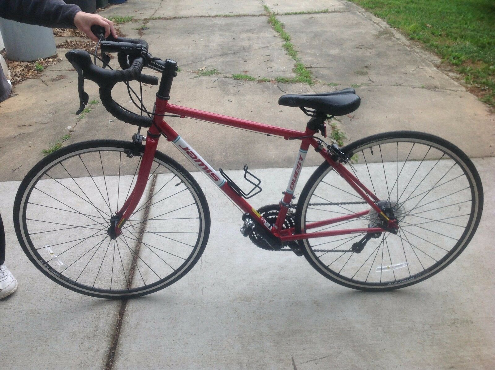 Used 2-3 hours    2016 Jamis Quest Sport Femme Female Red Performance Bike