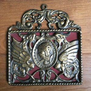 Ancien-Ornement-Bronze-Style-Medieval-Armure-Animaux-Mythologiques