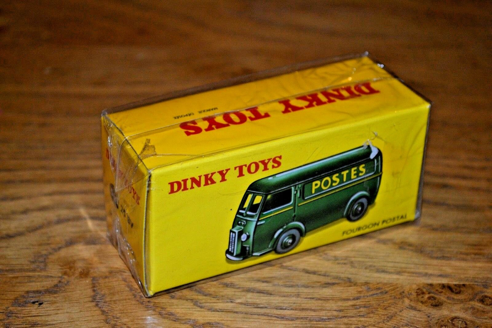 French Dinky Toys Atlas Edition Diecast No. 560 Fourgon Postal