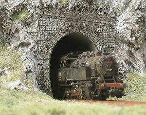 2-Tunnel-Portals-OO-HO-Railway-Scenery-Busch-7025-free-post-F1