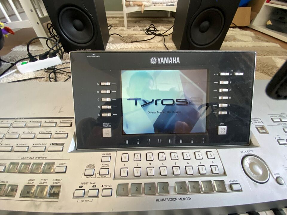 Yamaha Digital Workstation + loudspeakers
