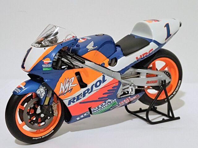 Minichamps 122976101 - Honda NSR 500 Michael Doohan (1997 World 500cc Champion)