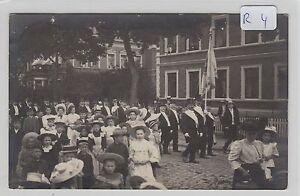 2108-Privat-Fotokarte-Roebel-Strassenumzug-gelaufen-1909-tolle-Karte