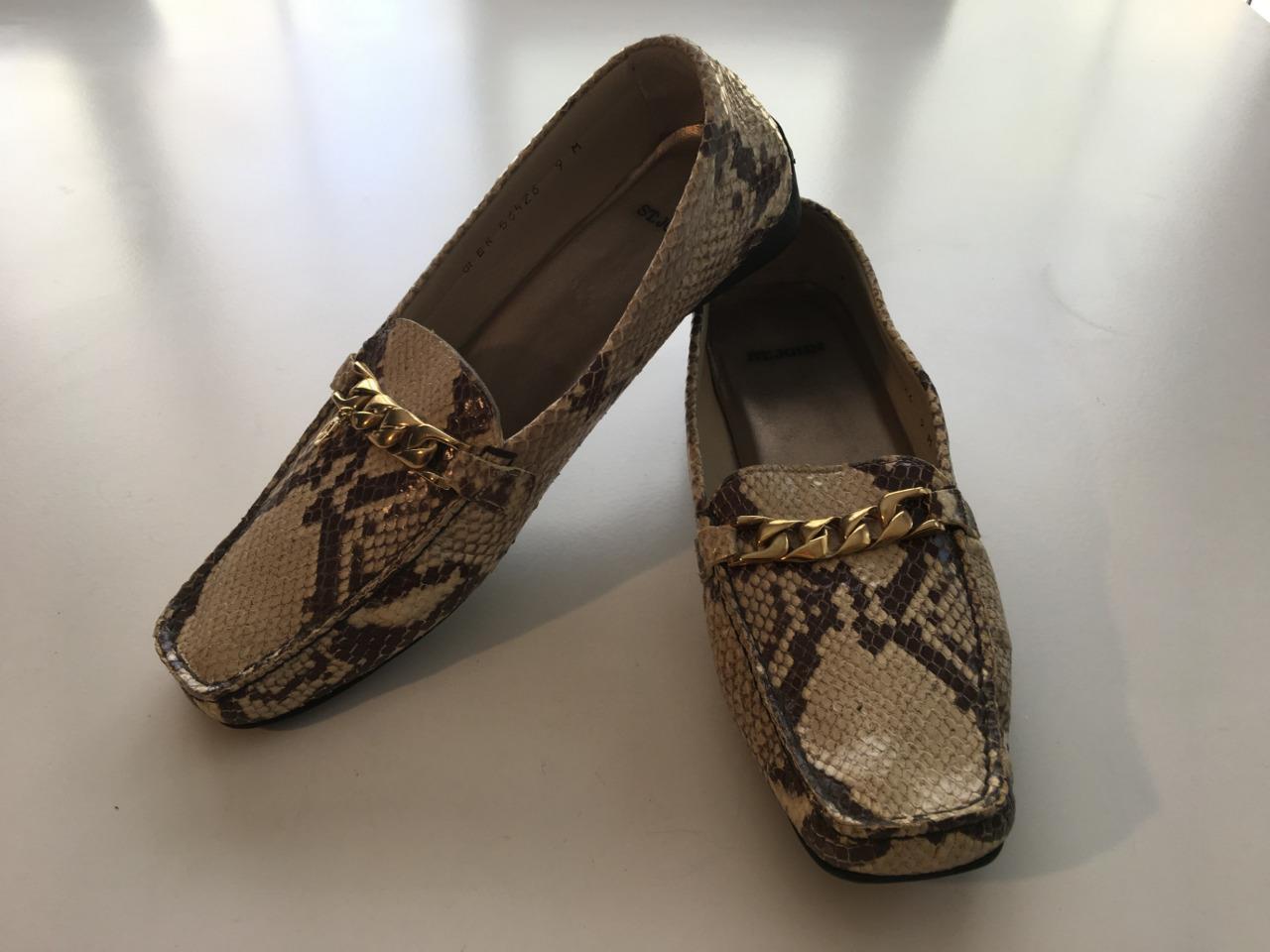 St John beige marron chaîne serpent détails chaussures mocassins Sz 9