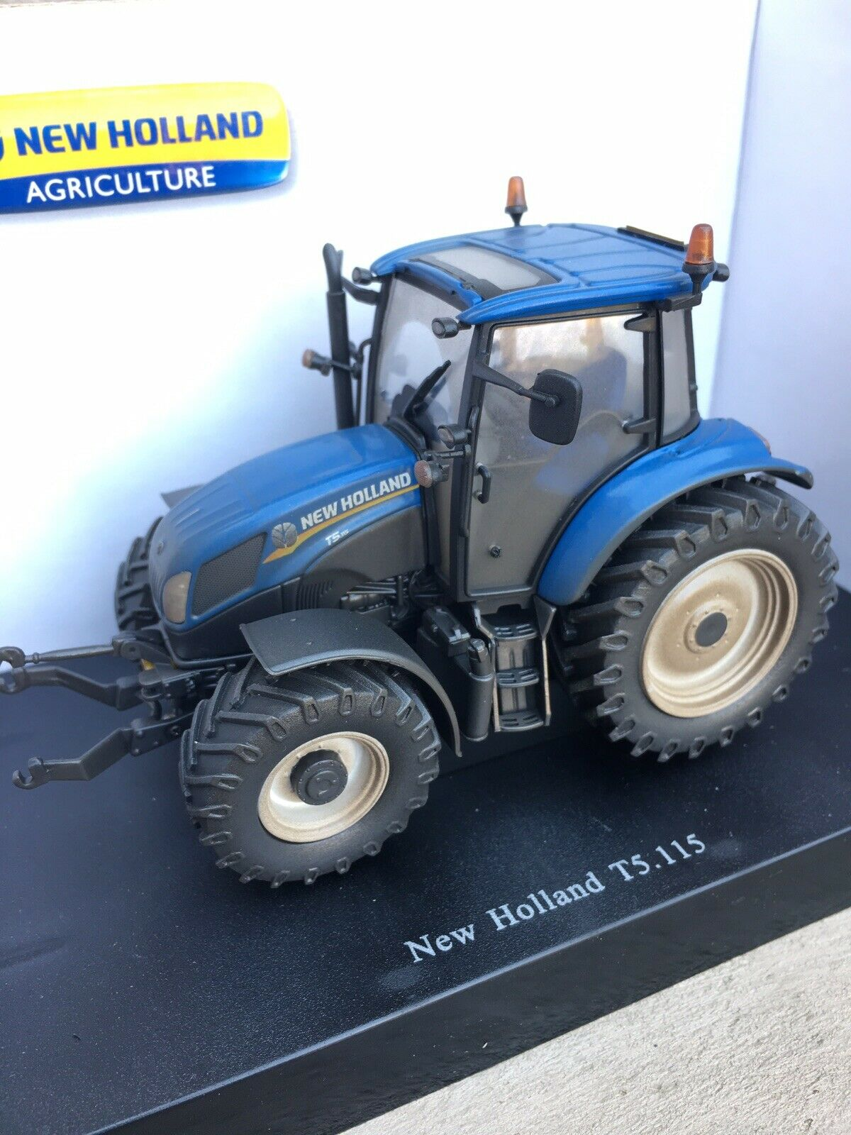Dusty Weathered Universal Hobbies New Holland T5.115 Tractor 1 32 Scale TRAKTOR